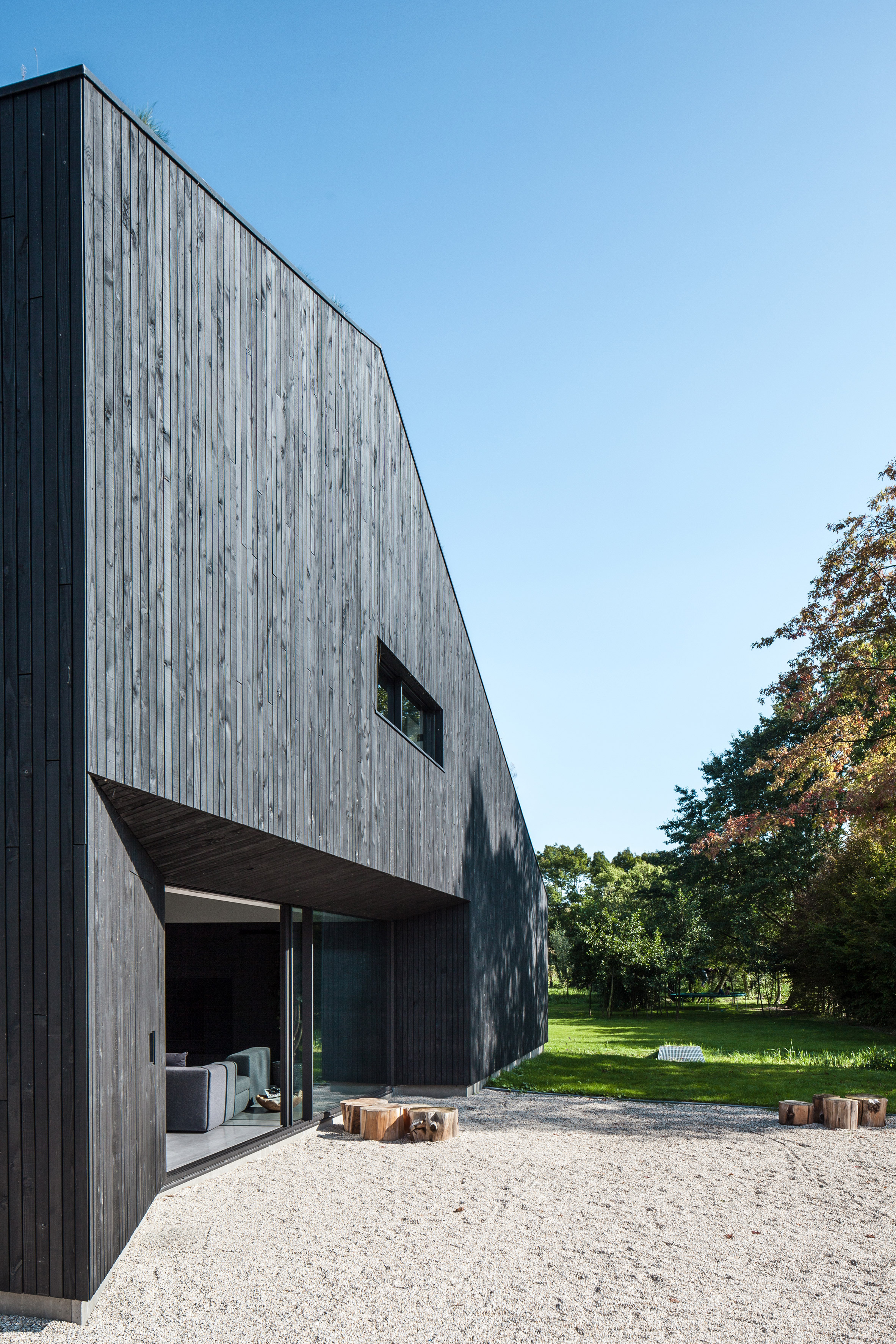 villa-SG21-fillieverhoeven-architects-residential-architecture_dezeen_2364_col_16