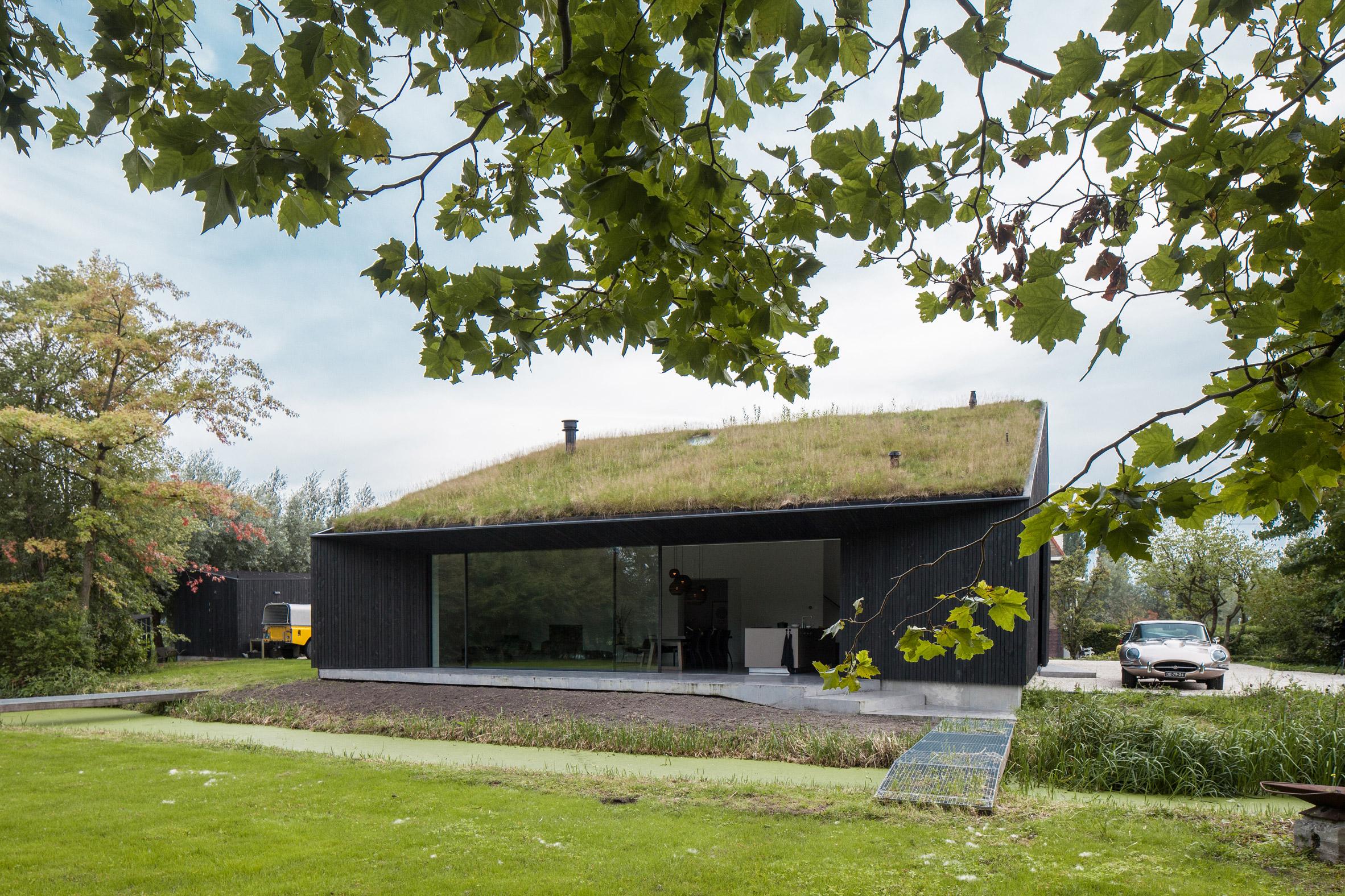 villa-SG21-fillieverhoeven-architects-residential-architecture_dezeen_2364_col_5