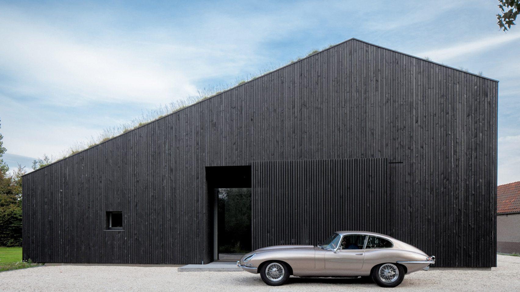 villa-SG21-fillieverhoeven-architects-residential-architecture_dezeen_hero1-1704x959